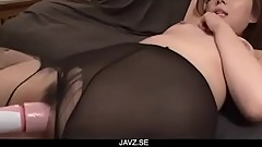 Maki Mizusawa loves having jizz on her lips - From JAVz.se