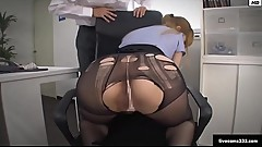 livecams333.com Tearing up her black pantyhose while fucking the secretary